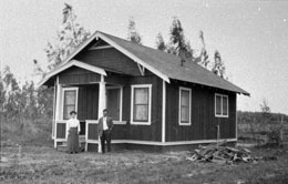 Charles M. and Yukiko Furuta in front of their Wintersburg home, circa 1912